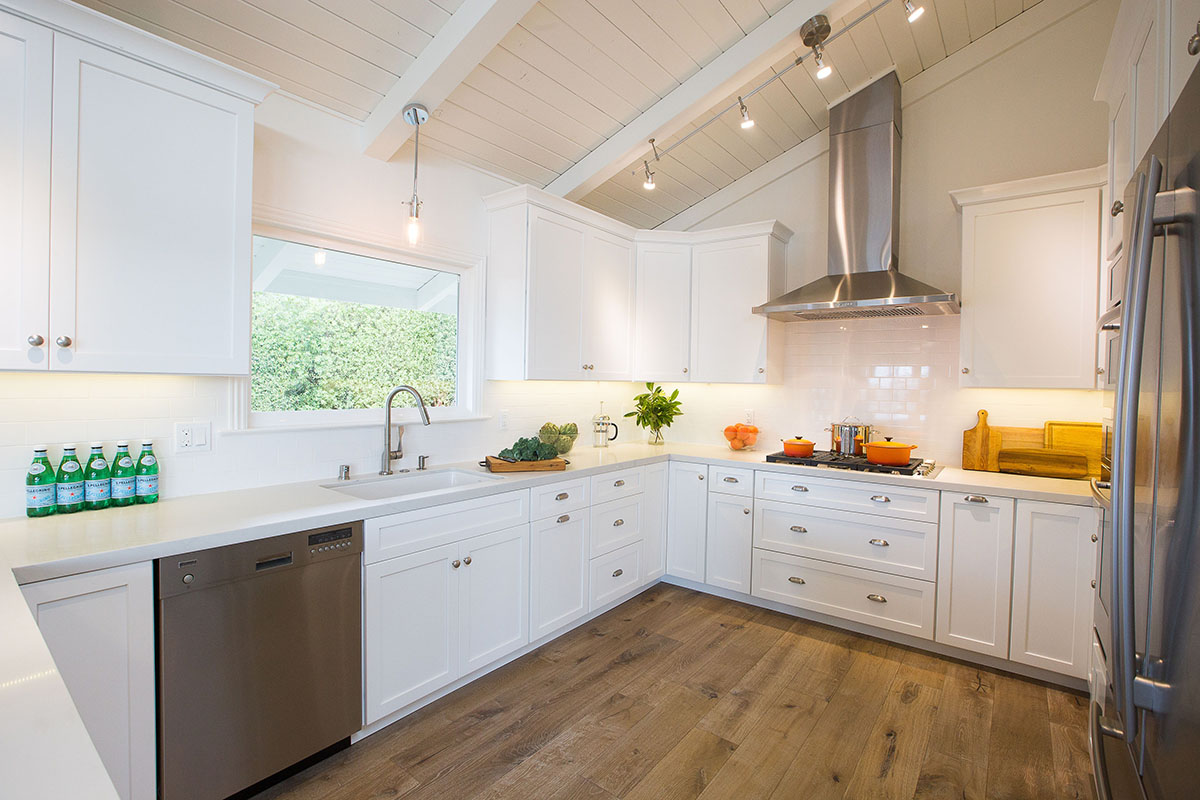 ocean-view-home-kitchen-white-counters